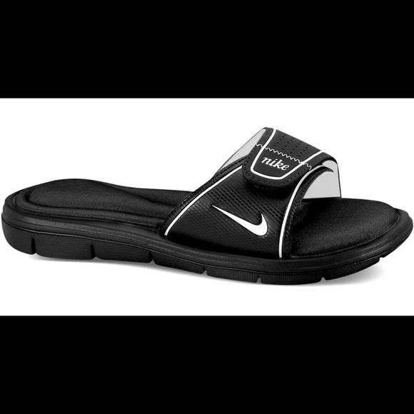 5cf0eb618115 Nike women s comfort slides. M 5b3a4df0df0307fe01f5cf13